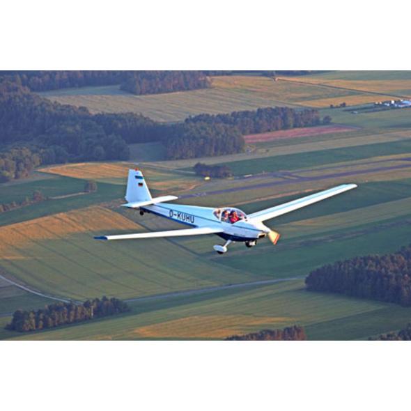 Motor-Segelfliegen mit Alpenpanorama in Schaenis