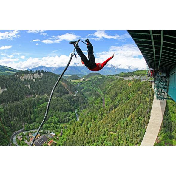 192 Meter Bungy-Sprung von der Europabruecke