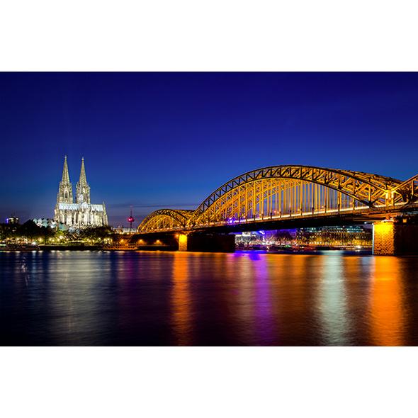 Abendliche Schiffsrundfahrt & Dinner Köln für 2